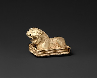 Brooch with a lion