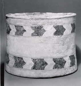 Tub-like vessel with geometric decoration