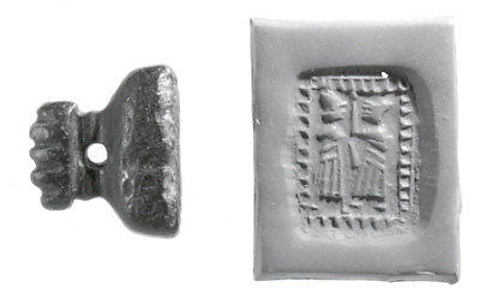 Pyramidal stamp seal with hammer-head handle