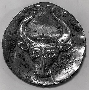 Plaque or lid with a bull's head