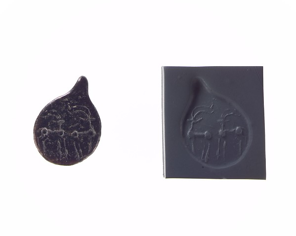 Drop-shaped (tanged) pendant seal: quadrupeds