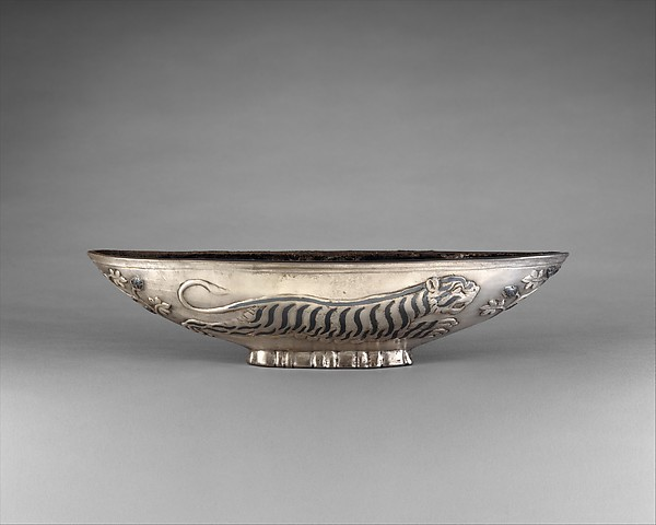 Oval bowl with running tigresses on each side