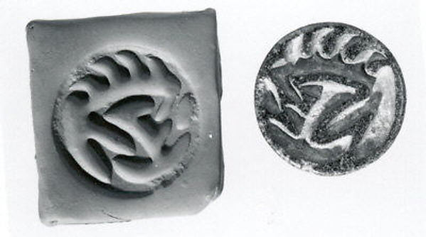 Hemispheroid seal with radiating lines on back