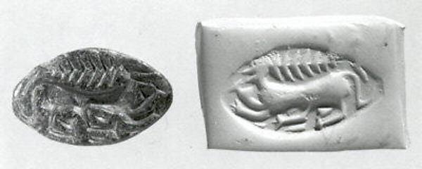 Carinated half-almond seal