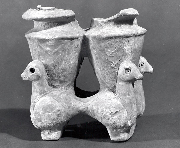 Double vessel with duck-shaped supports