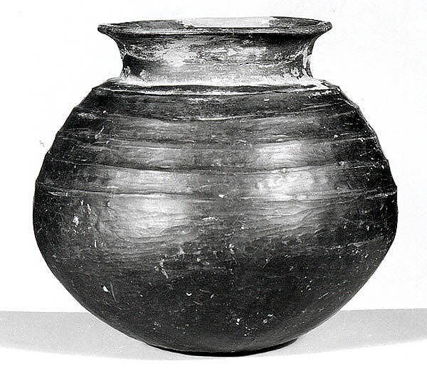 Jar with ribbed decoration