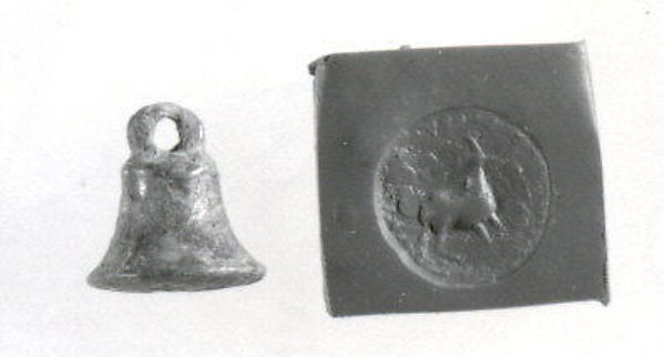 Bell-shaped stamp seal and modern impression: standing quadruped