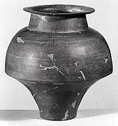 Carinated vase