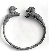 Bracelet with duck-headed terminals