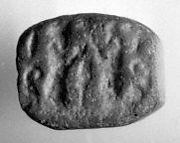 Pyramidal seal with rounded top