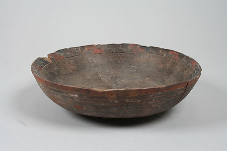 Incised bowl with diamonds