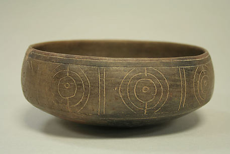Bowl with geometric pattern