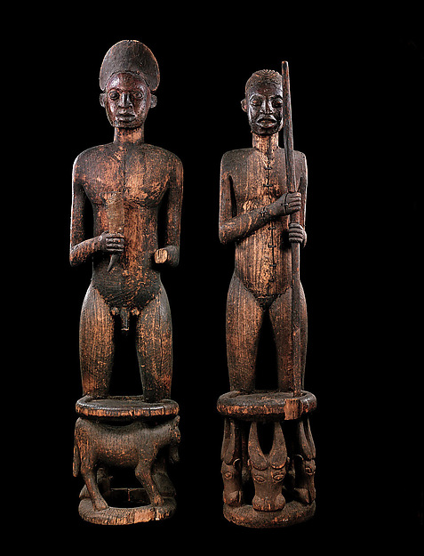 Commemorative thrones of Chief Tufoyn and Queen Mother Naya