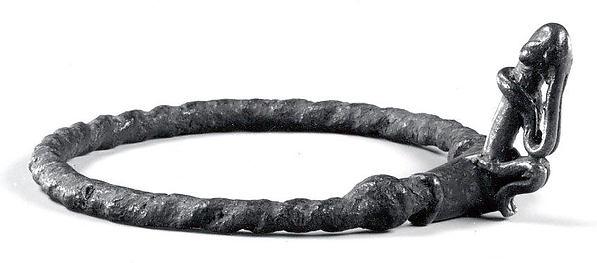 Bracelet: Seated Figure (Dyongou Serou)