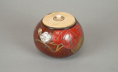 "Box with Design of ""Evening Face"" (Yūgao) Flowers"