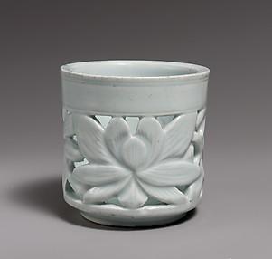 Brush Holder with Lotus Decoration