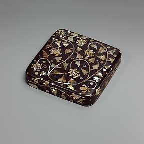 Small Box with Decoration of Peony Scrolls