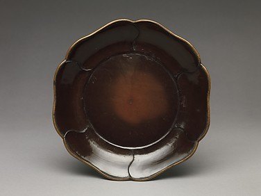 Dish with Petal Border