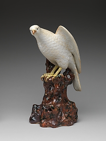 切株に鷹 肥前焼・平戸様式<br/>Hawk on a Tree Stump