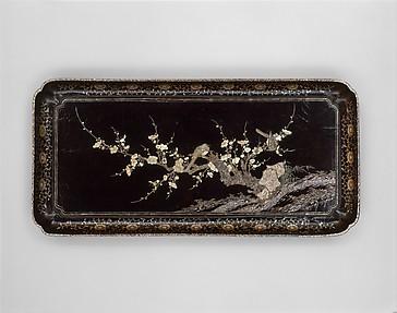 中國 明 黑漆嵌螺鈿梅鵲圖盤<br/>Tray with Flowering Plum and Birds