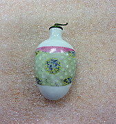 Snuff Bottle with Design of Parcel Wrapper