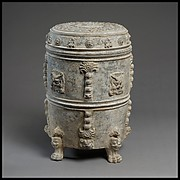 Covered Footed Vessel