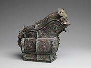 Spouted Ritual Wine Vessel with Cover (Gong)