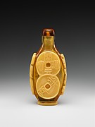 Snuff bottle with design of coins