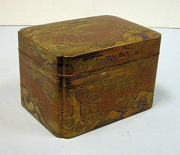 Box with tray