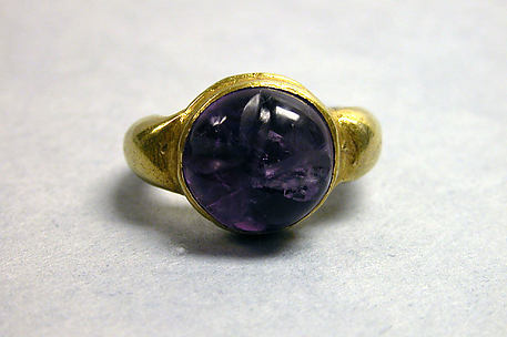 Stirrup-shaped Ring with Large Circular Stone