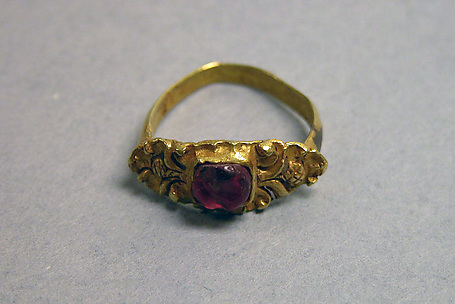 Stirrup-shaped Ring with Red Stone set in Square Mount
