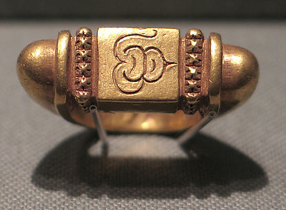 Stirrup-Shaped Ring with Rectangular Bezel