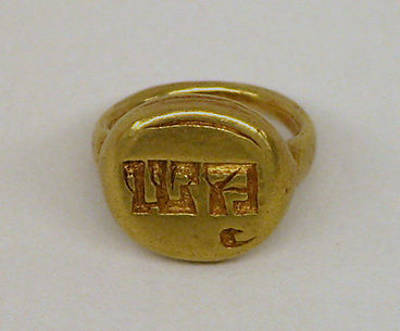 Ring with Circular Bezel with