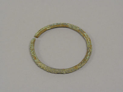 Bangle with Circular Motifs