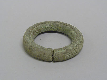 Hollow Bangle with Small Circular Patterns