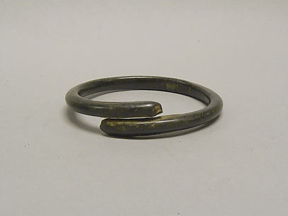 One of a Pair of Overlapping Undecorated Anklets