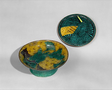 Deep Footed Plate with Decoration of Leaves