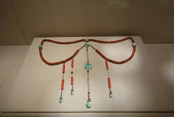 清中期 朝珠<br/>Official necklace (chaozhu)