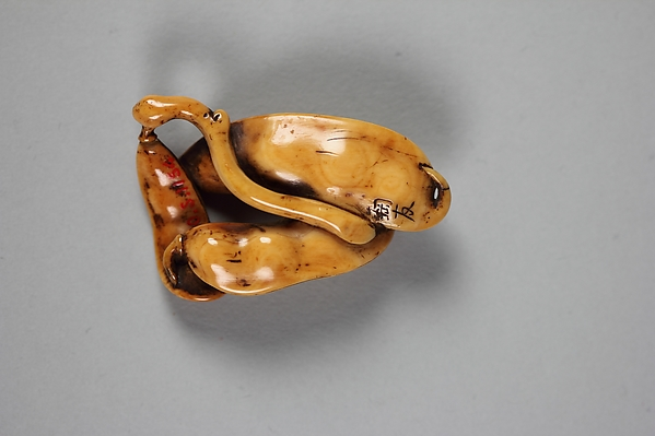 Netsuke of Pea Pods