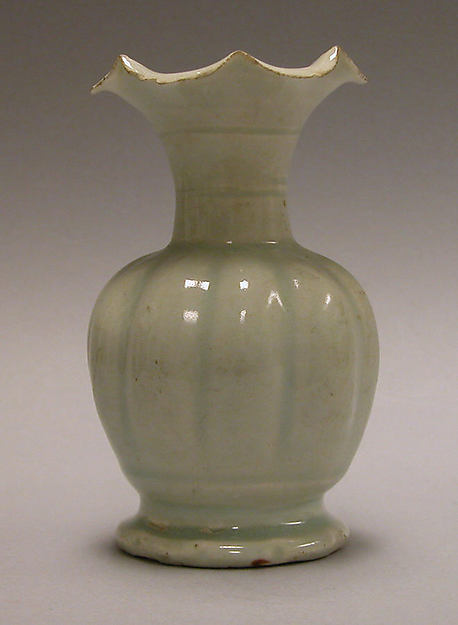 Vase in the shape of a flower