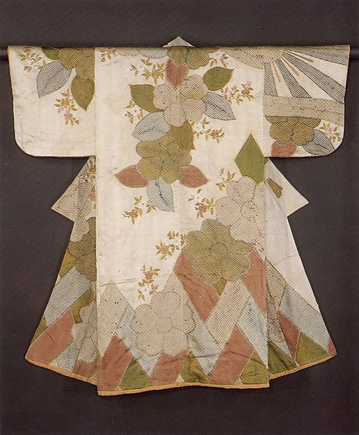 白繻子地檜垣桜模様小袖