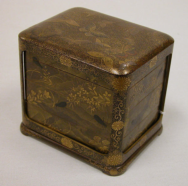 Tiered Box with Design of Autumn Grasses