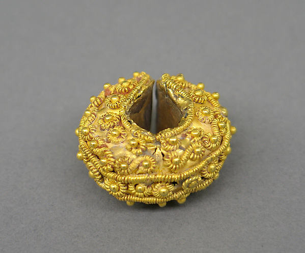 Ear Ornament with Filigree and Granulate Designs