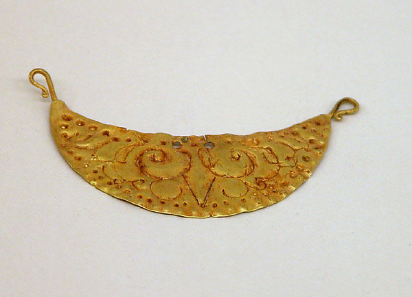 Cresecent Moon-Shaped Pendant with Foliate Design