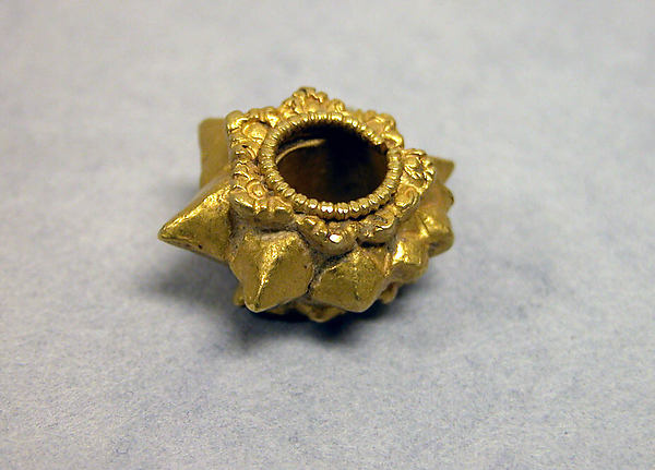 Earring with Star and Granules