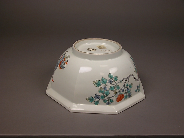 Octagonal Bowl with Design of Peonies