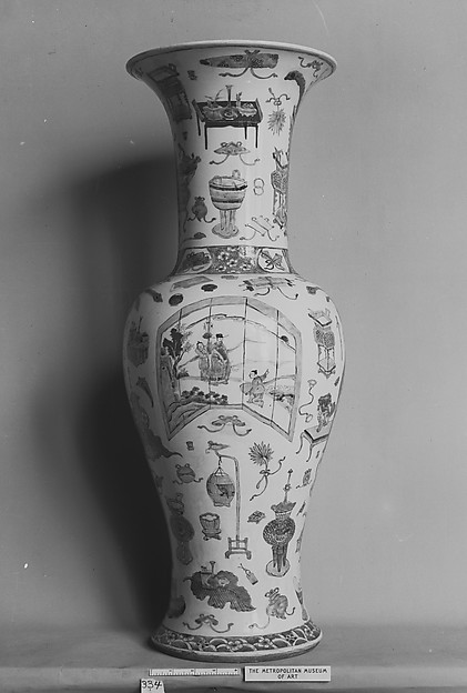 "Vase with ""Hundred Antiques"" Decoration"