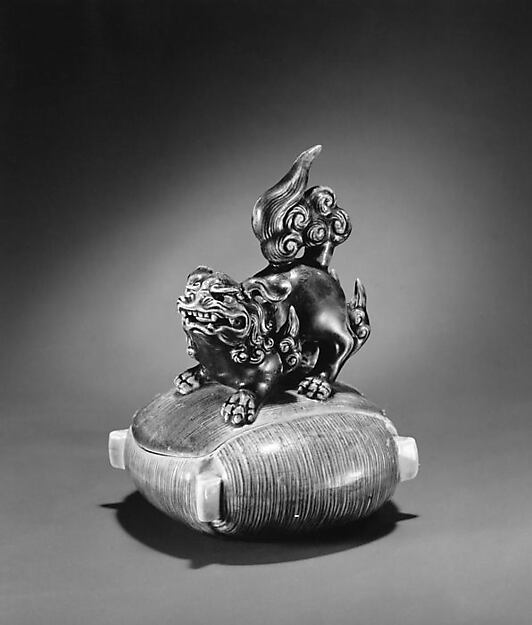 Incense Burner with Cover in the Shape of a Lion on a Threaded Bobbin