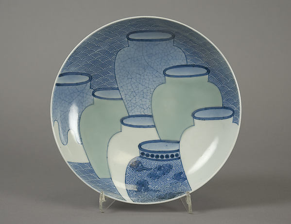 青磁染付七壺文皿<br/>Dish with Design of Seven Jars
