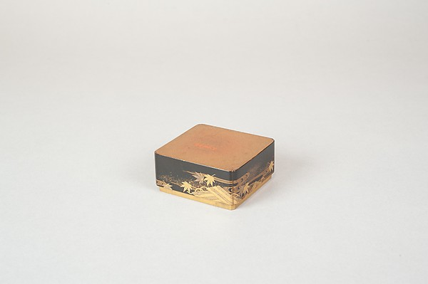 Tiered Box with Design of Maple and Raft